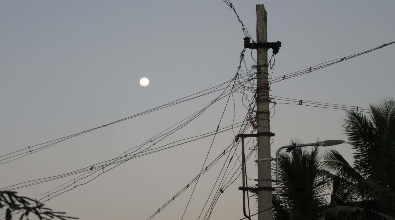 Eine Stromleitung in Indien. Sehr störungsanfällig.