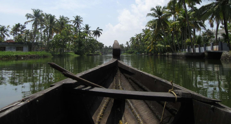 Unterwegs mit einem Kanu in den Backwaters