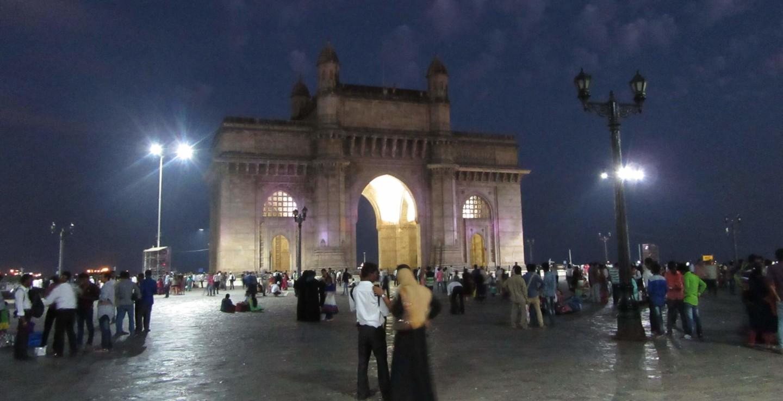 Das Gateway of India in Mumbai bei Nacht