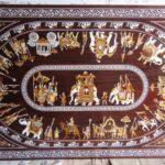 Ein kunstvoller Holztisch aus Mysore