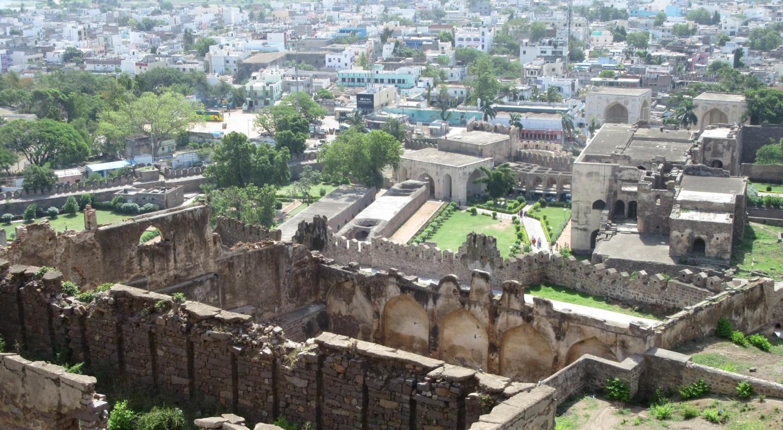 Das Golkonda Fort ist heute eingekesselt vom modernen Hyderabad.